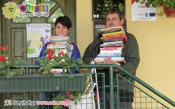 Könyvadományokat vittünk intézményeknek